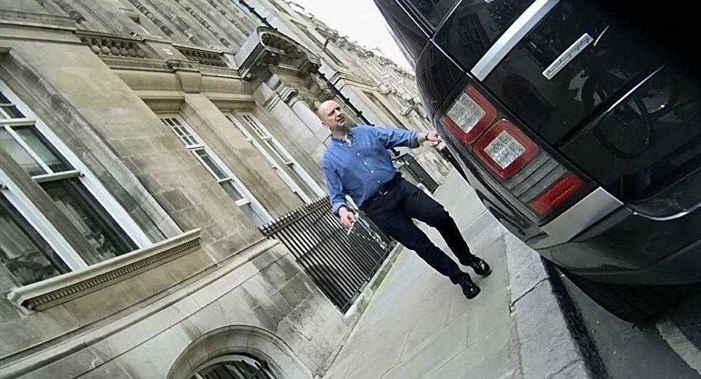 Londra'da gözaltına alınan Akın ipek