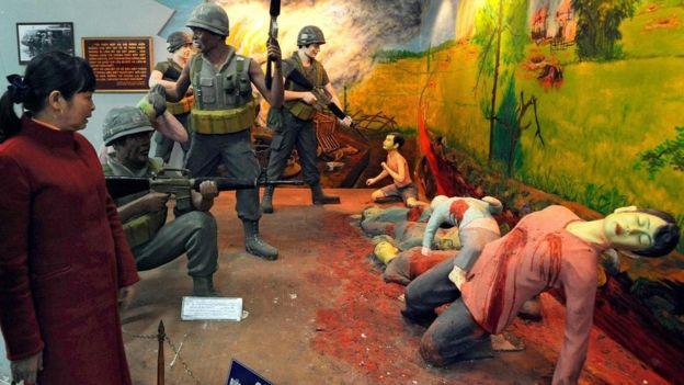 Amerikan askerleri 1968'de Vietnam'da birçok sivilin ölümüne yol açan My Lai katliamını yaptı. Bu tür örnekler, çoğu insanın, emri yerine getirirken doğacak kötü sonuçları değerlendiremediğini gösteriyor.