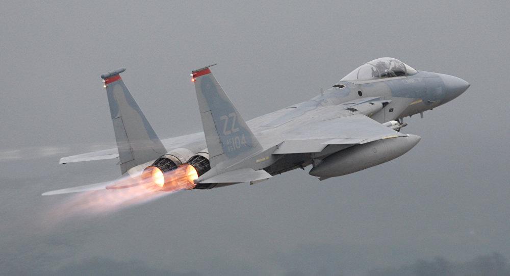 Havalimanından uçak çaldı, F-15'ler peşine düştü