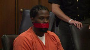 Duruşmada susmayan mahkumun ağzı bantlandı