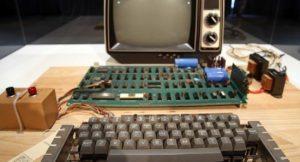 Apple tarafından üretilen ilk kişisel bilgisayar açık artırma ile satıldı