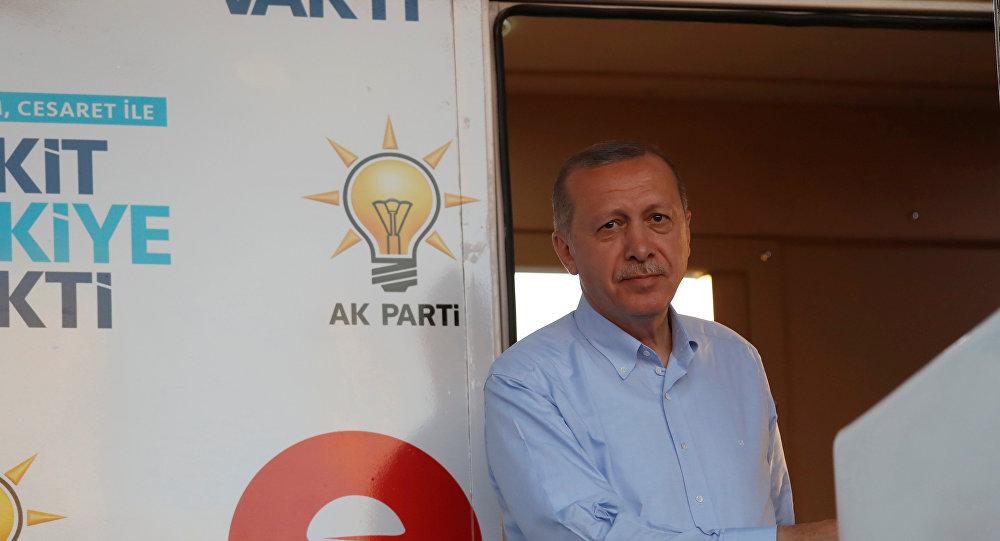 Erdoğan, Tayyipler Alemi pankartı açan ODTÜ'lü öğrencileri çaya davet etti