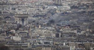 Sarı Yelekliler'in Paris eylemlerinde 30 kişi yaralandı, ülke çapında bine yakın gözaltı